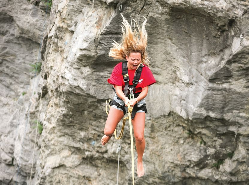 [Translate to english:] Canyon Swing Gletscherschlucht Grindelwald